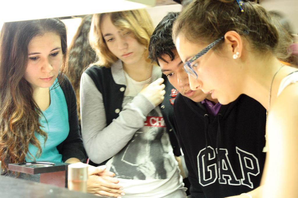Visita de estudiantes de la ORT - Fundación Leloir