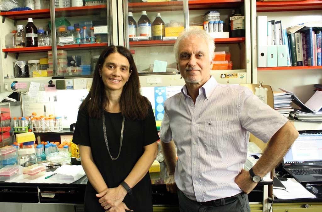 El doctor Osvaldo Podhajcer, jefe del Laboratorio de Terapia Molecular y Celular de Instituto Leloir (FIL) y director del Consorcio Argentino de Tecnología Genómica (CATG), y la doctora Andrea Llera, directora del nodo FIL de la Plataforma CATG.