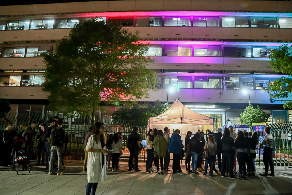 En la Noche de los Museos, el Instituto Leloir recibió 1.800 visitantes a lo largo de siete horas, una cifra que superó los 800 de 2014 y los 1200 de 2015.
