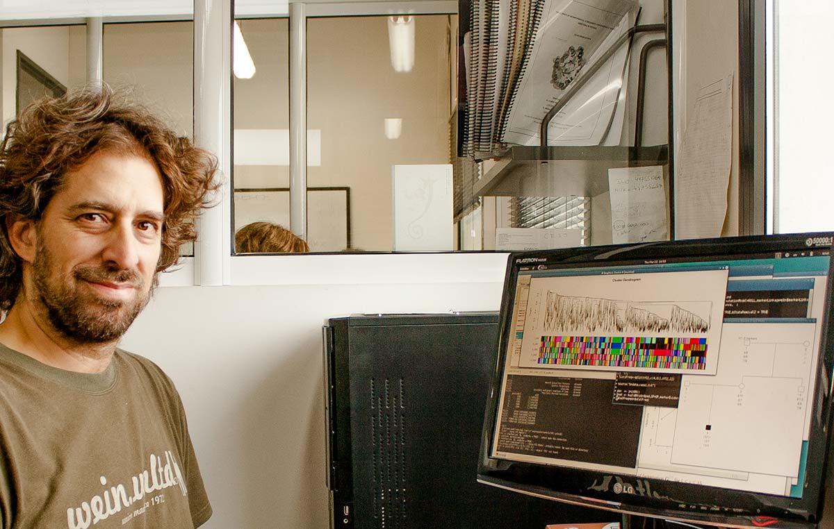El doctor Ariel Chernomoretz, jefe del Laboratorio de Biología de Sistemas Integrativa de la Fundación Instituto Leloir