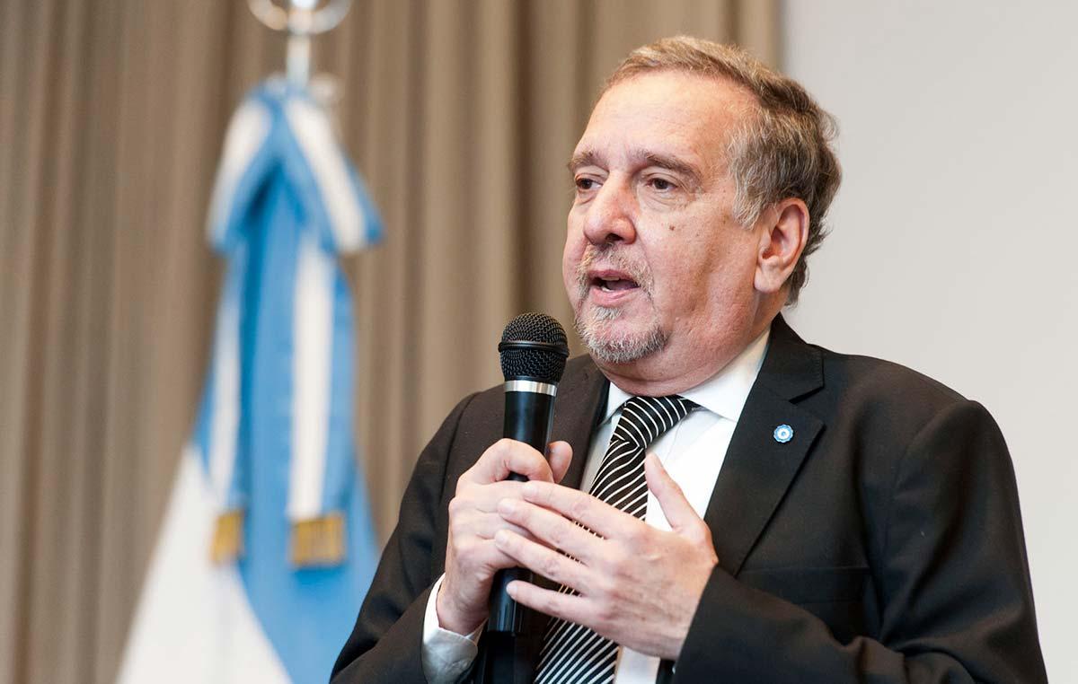 El Ministro de Ciencia, doctor Lino Barañao, en el acto público en homenaje a la doctora Otilia Vainstok.