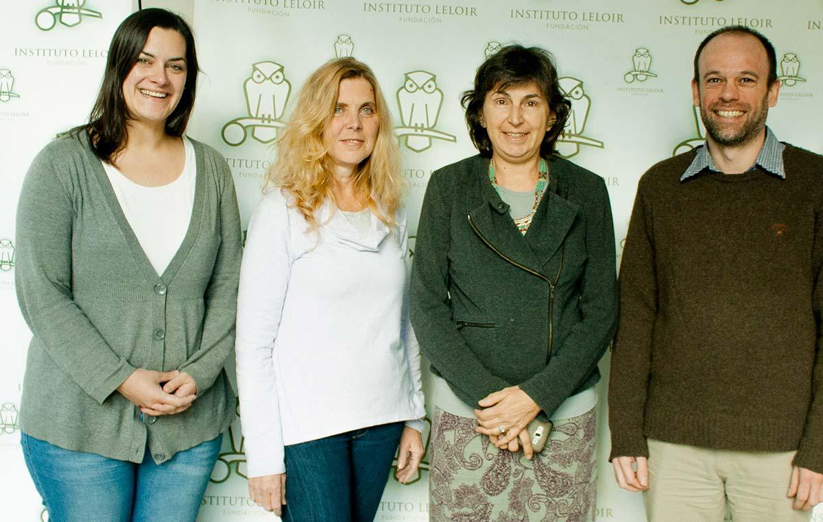 La doctora Amy Austin, del Instituto de Investigaciones Fisiológicas y Ecológicas vinculadas a la Agricultura (IFEVA), junto a integrantes del comité organizador de los Seminarios Cardini del Instituto Leloir, los doctores Graciela Boccaccio, Sebastián Klinke y Gabriela Auge.