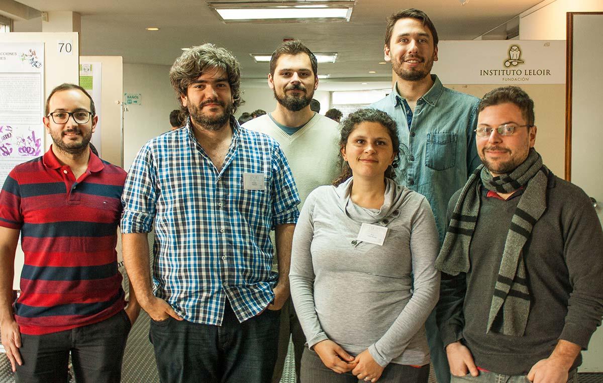 Andrés Rabinovich (der.), Nicolás Moreyra, Ana Julia Velez Rueda, Maximiliano Beckel, Nicolás Palopoli y Alexander Monzón, organizadores del simposio.