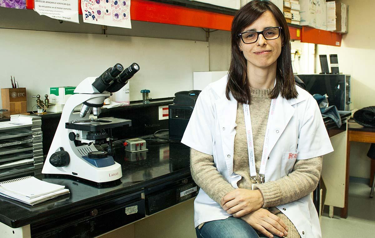 La médica neuróloga Berenice Silva se desempeña como becaria doctoral de la Fundación René Baron en el Laboratorio de Terapias Regenerativas y Protectoras del Sistema Nervioso en la Fundación Instituto Leloir.