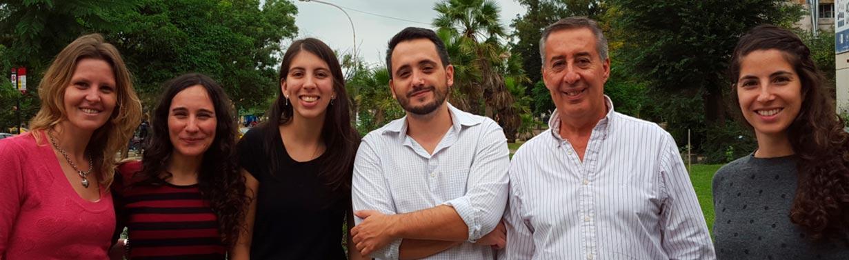 El Dr. Gastón Soria junto a otros integrantes del Grupo de Letalidad Sintética en Cáncer del Centro de Investigaciones en Bioquímica Clínica e Inmunología que depende de la Universidad Nacional de Córdoba y del CONICET.