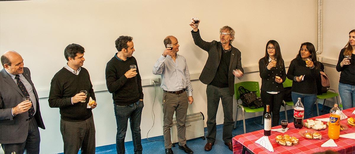 Autoridades del Instituto Leloir, de la Fundación Williams y del CONICET en el brindis de inauguración del nuevo laboratorio.