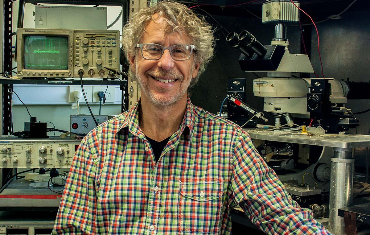 El doctor Alejandro Schinder es director del Laboratorio de Plasticidad Neuronal en la Fundación Instituto Leloir.