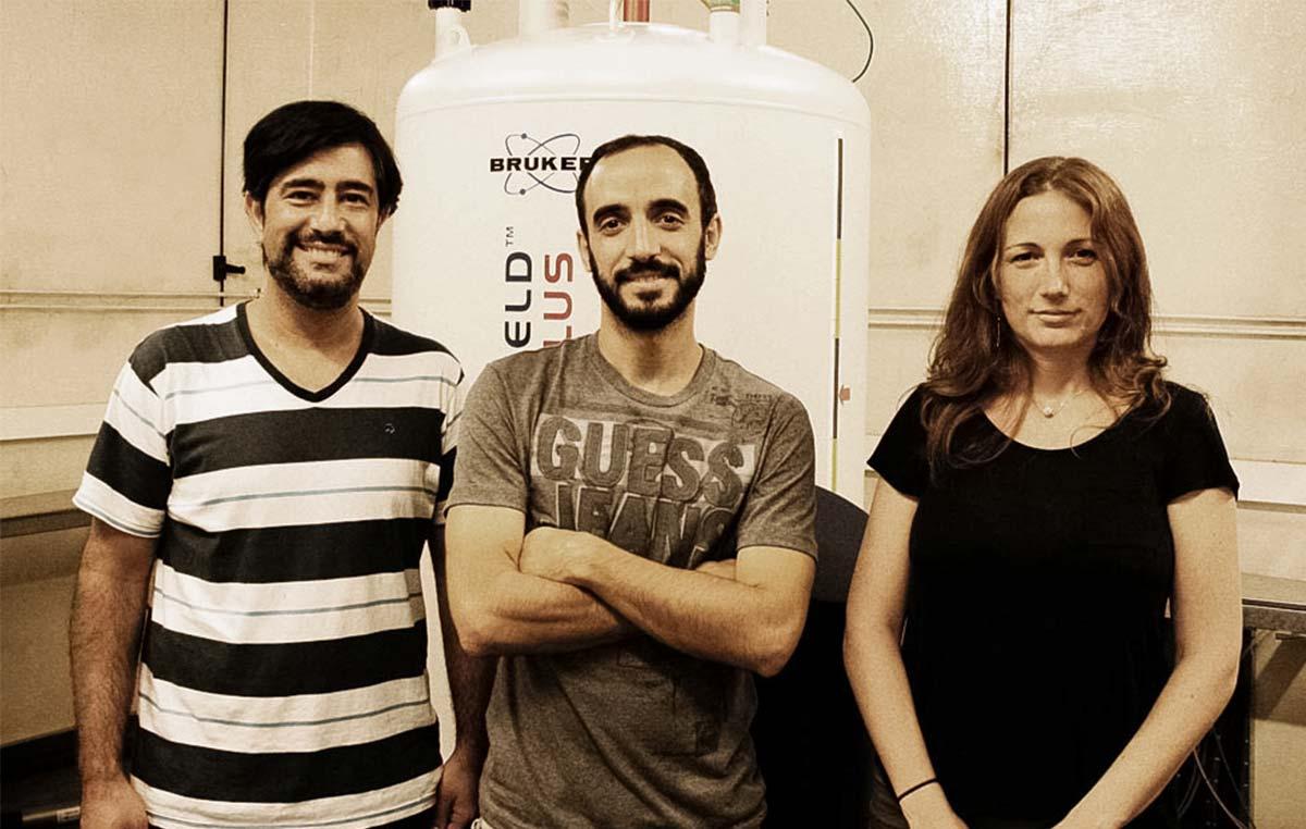 Los doctores Martín Aran, Leonardo Pellizza y Clara Smal, investigadores del Laboratorio de Resonancia Magnética Nuclear Bioestructural de la Fundación Instituto Leloir.