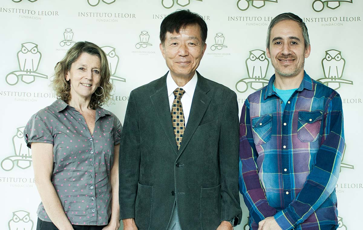 La doctora Angeles Zorreguieta, directora de la Fundación Instituto Leloir, el doctor Hiide Yoshino, director de la Clínica Neurológica Yoshino, en Ichikawa, Japón, y Pablo Aquino, secretario y fundador de la Asociación ELA Argentina.
