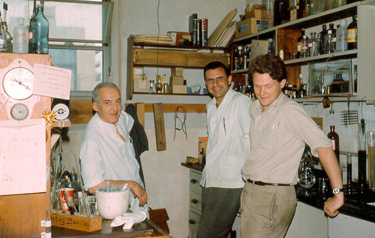 El doctor Armando Parodi (der.) realizó su Tesis Doctoral bajo la dirección del Premio Nobel de Química, el doctor Luis Federico Leloir (izq.), y desde muy joven abrió nuevos campos de investigación en el campo de la Glicobiología.