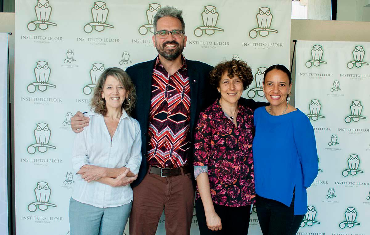 El doctor Nevan Krogan visitó la Fundación Instituto Leloir en noviembre pasado. Lo acompañan la doctora Angeles Zorreguieta (izq.), directora de la Fundación Instituto Leloir, la doctora Andrea Gamarnik, y Jacqueline Fabius, jefa de Operaciones del Instituto de Biociencias Cuantitativas (UCSF).