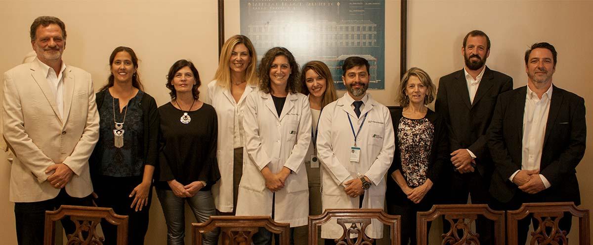 Autoridades del Instituto Leloir, directores de la empresa Inmunova - una start up biotecnológica surgida hace nueve años del Instituto Leloir - y médicos del Hospital Italiano.