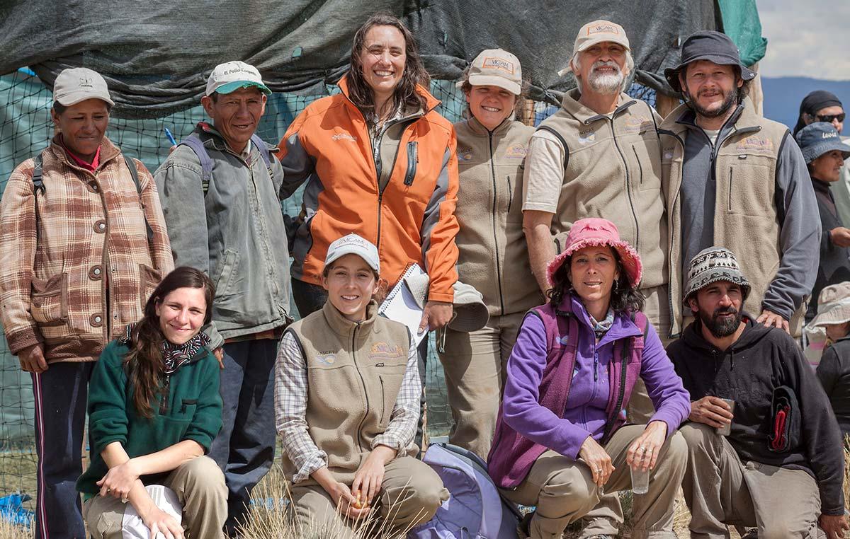 La doctora Bibiana Vilá junto a otros integrantes del equipo oficial de captura de vicuñas de Santa Catalina, en la Provincia de Jujuy. Créditos: Silvina Enrietti