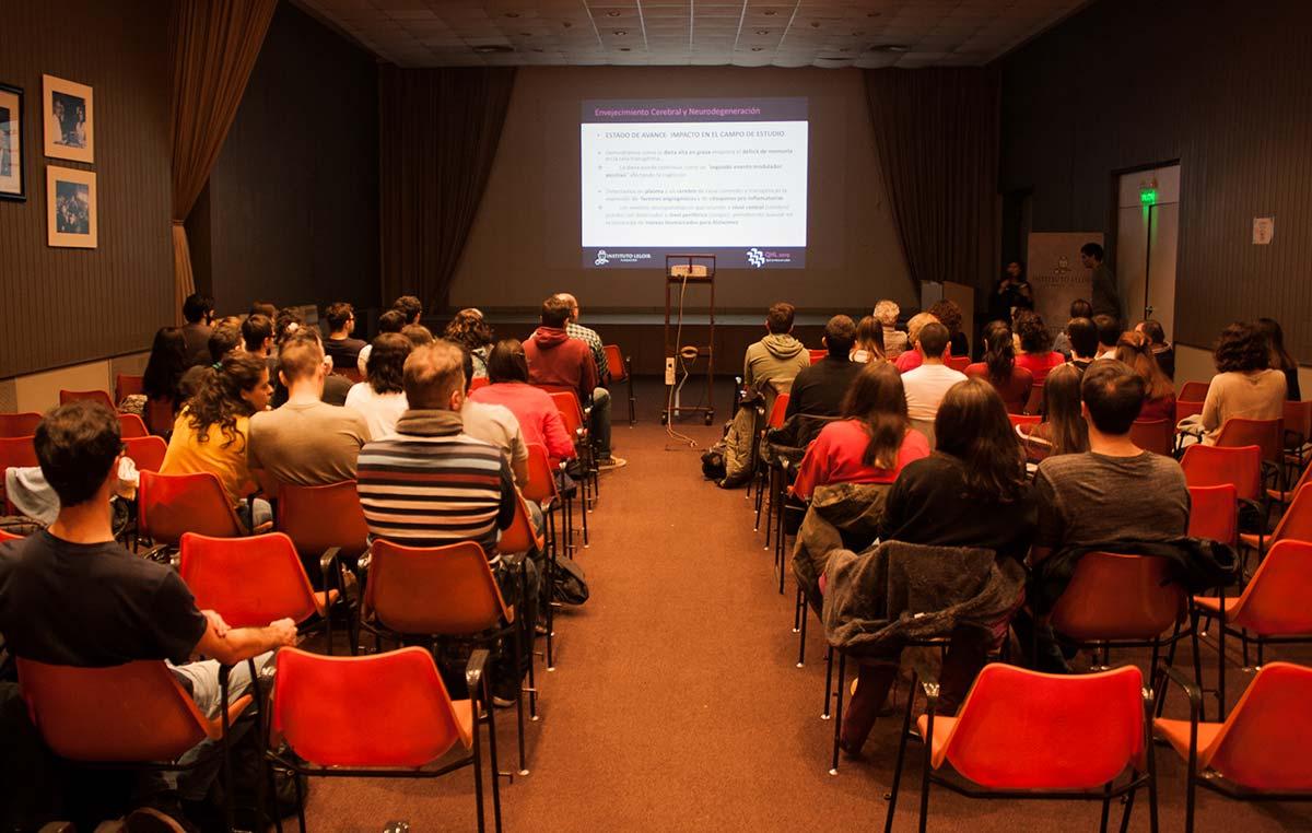 """Más de 80 estudiantes y graduados asistieron a la jornada """"Qué se hace en el Instituto Leloir"""" (QHL)."""