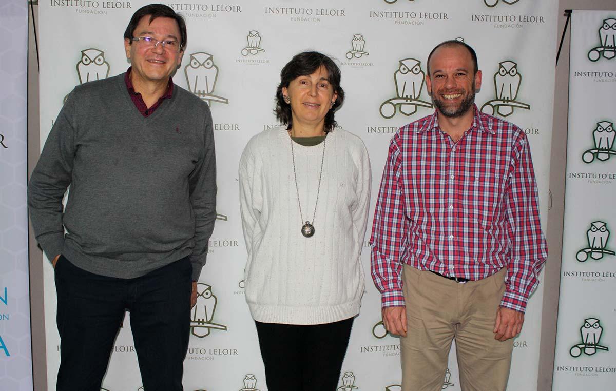 Eduardo Ceccarelli (izq.), uno de los fundadores del Instituto de Biología Molecular de Rosario (IBR, CONICET-UNR), junto a Graciela Boccaccio y Sebastián Klinke, integrantes del comité organizador de los Seminarios Cardini.