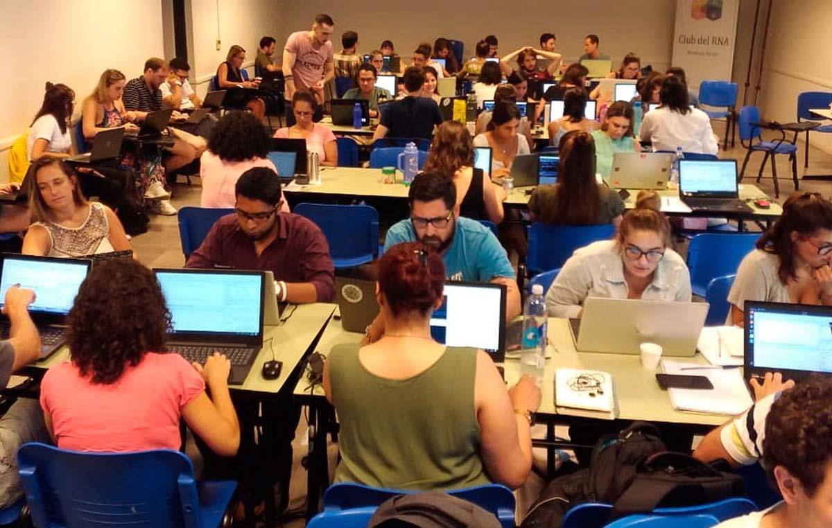 65 investigadores y estudiantes universitarios y de doctorado de todo el país asistieron a la cuarta edición de la Escuela de Verano de Bioinformática.