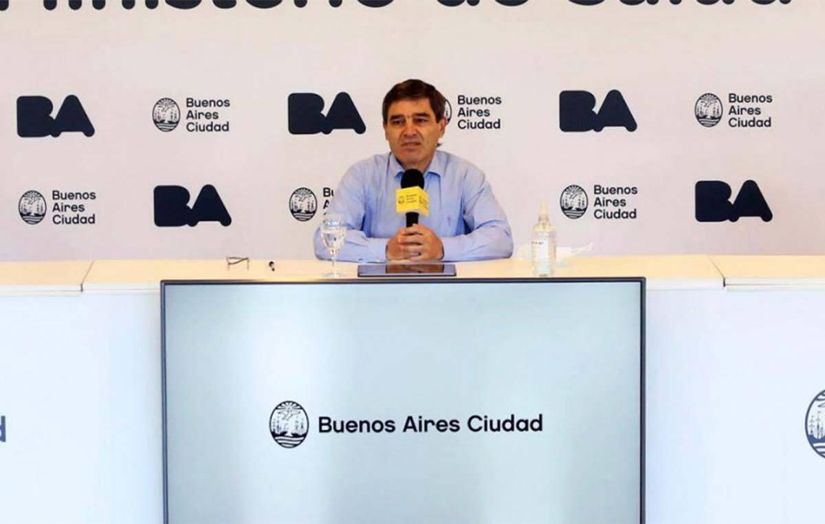 El ministro de Salud de la Ciudad de Buenos Aires, Fernán Quirós, presentando los resultados del estudio de seroprevalencia en el que se usaron kits serológicos COVIDAR IgG desarrollados en el Instituto Leloir.