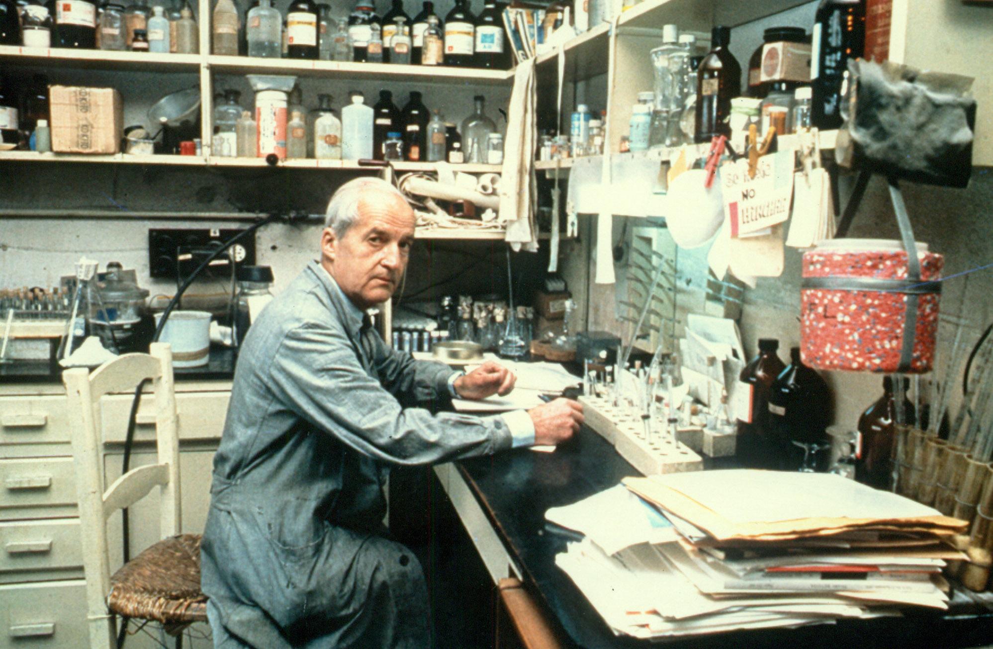 Luis Federico Leloir (izq.) y otros galardonados en la entrega de los Premios Nobel en 1970.
